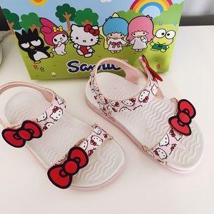 Native x Sanrio Charley Bow Hello Kitty Sandal